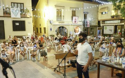 Un año más l'Alfàs ha revivido la nit de Les Copletes en la plaza Mayor