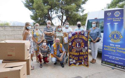 El Club de Leones de l'Alfàs dona 52 cajas de ropa nueva al Voluntariado Social