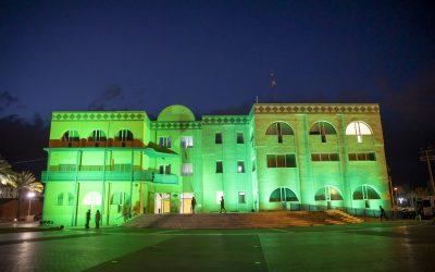 L'Alfàs del Pi ilumina de verde la Casa de Cultura en reconocimiento a la profesión farmacéutica