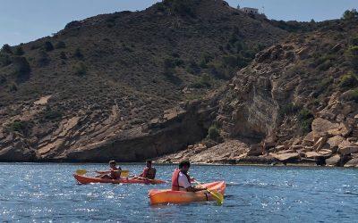 La concejalía de Juventud de l'Alfàs cierra con éxito la 10ª edición de salidas gratuitas en kayak